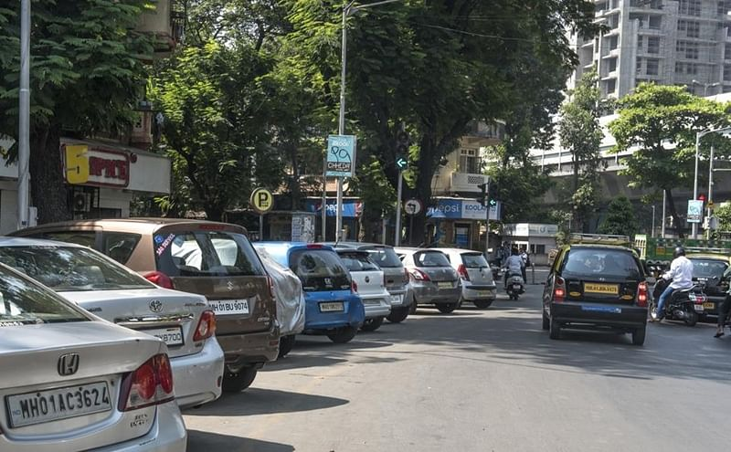 Mumbaikars to get 13 new pay-and-park spots near Central railway stations