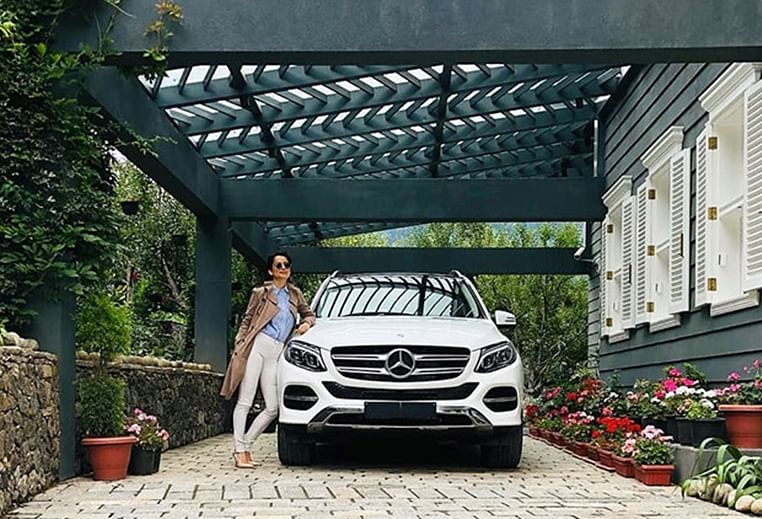 Kangana Ranaut flaunts her new Mercedes worth Rs 75 Lakh, post 'Judgementall Hai Kya' success