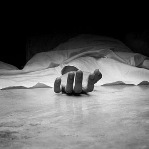 Mumbai: 53-year-old man dies after falling under train while chasing mobile thief at Charni Road station