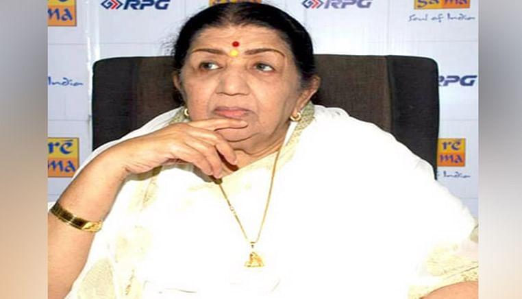 Lata Mangeshkar bats for MS Dhoni