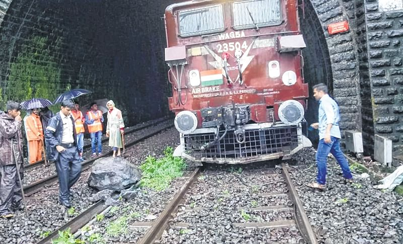 Mumbai: Motorman spots boulder in fog, averts a mishap