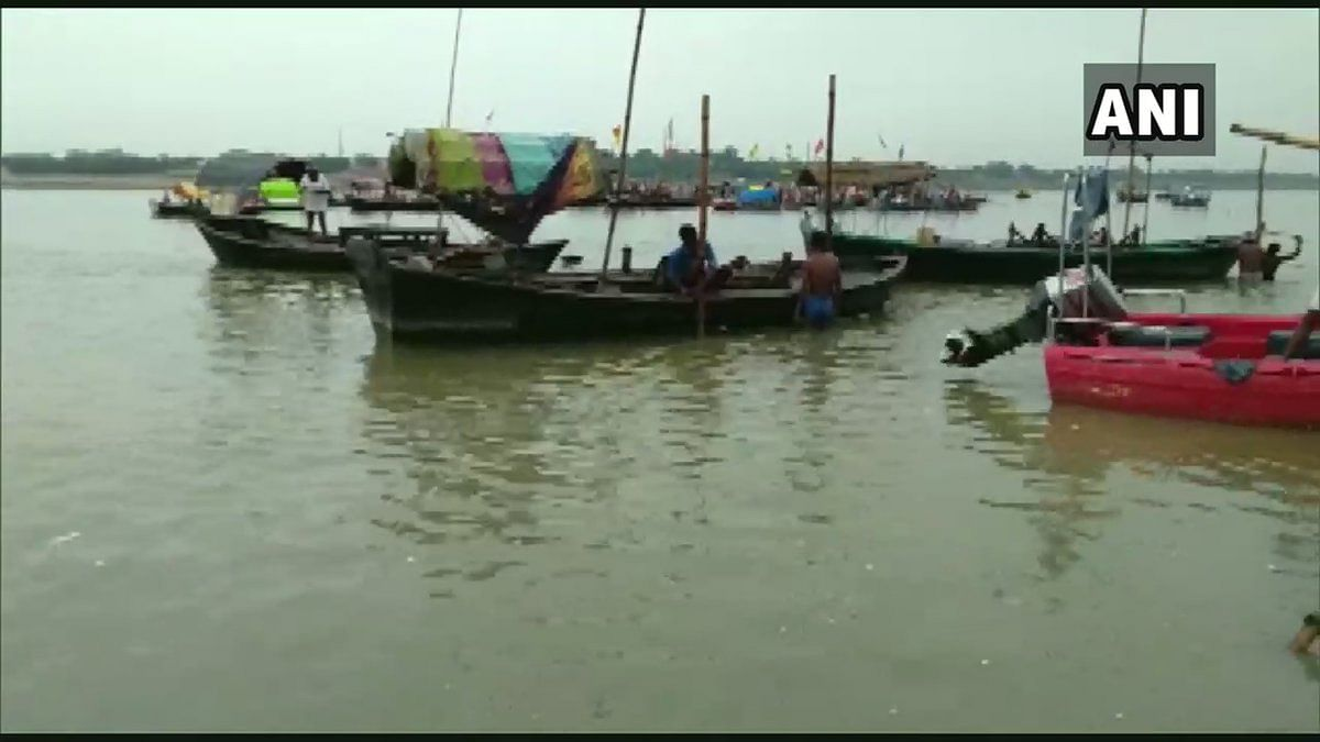 Normal life gets affected at Sangam after water level of river Ganga increases