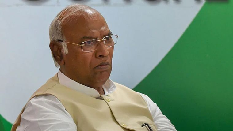 We have to guard our people as BJP wants to disturb: Mallikarjun Kharge on Karnataka crisis