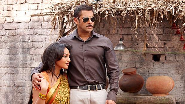 Dabangg 3: Salman Khan and Sonakshi Sinha receive love from fans on set