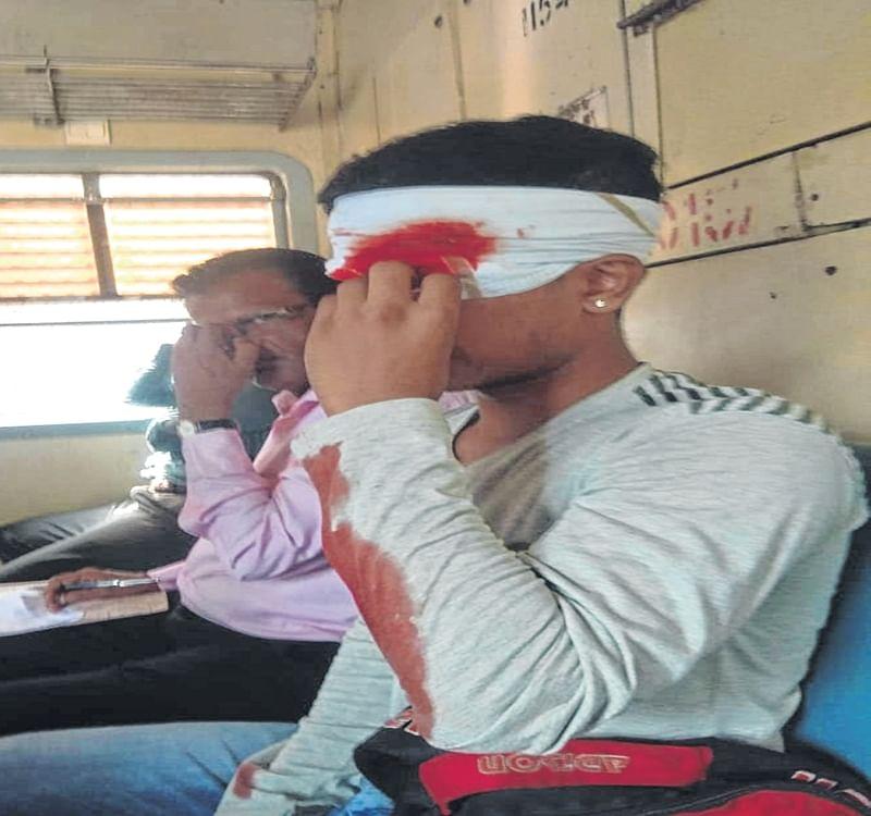 Mumbai: Stone-pelting on local trains injures four