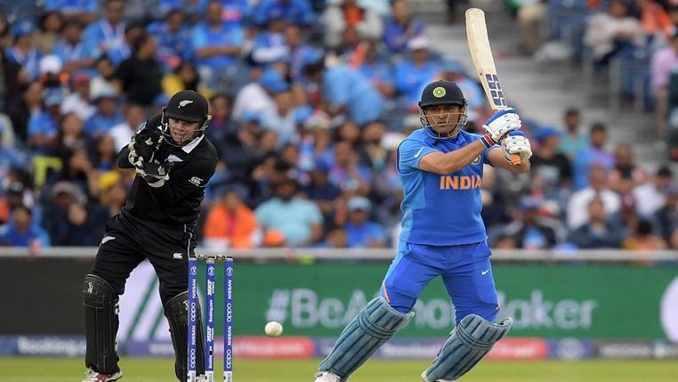 MS Dhoni batting against New Zealand in Semi-Final