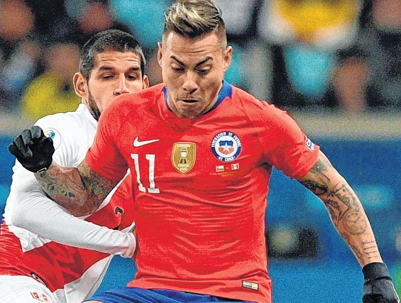 Peru stun champions Chile