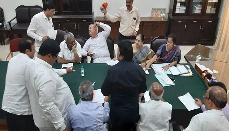 Karnataka coalition govt in deep crisis