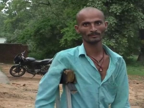 Chhatisgarh: Specially-abled man drives auto to support family