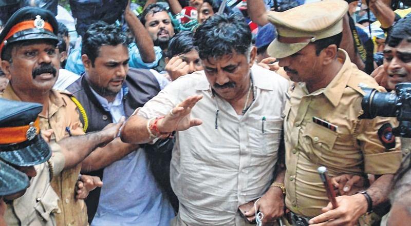Much din in Karnataka House: Cops rescue captive MLAs