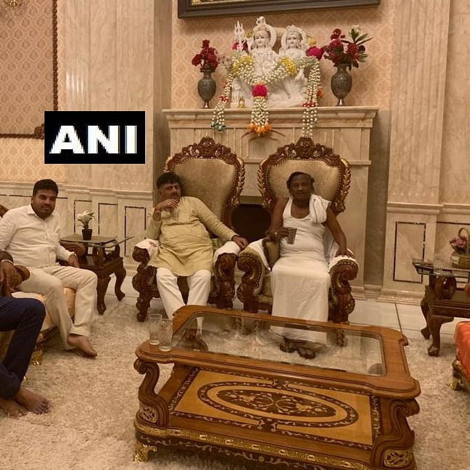 Karnataka crisis: Shivakumar meets rebel Cong MLA Nagaraj in Bengaluru, asks to reconsider resignation