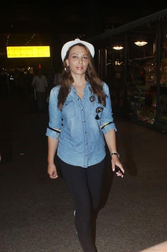 Iulia Vanture snapped at airport.