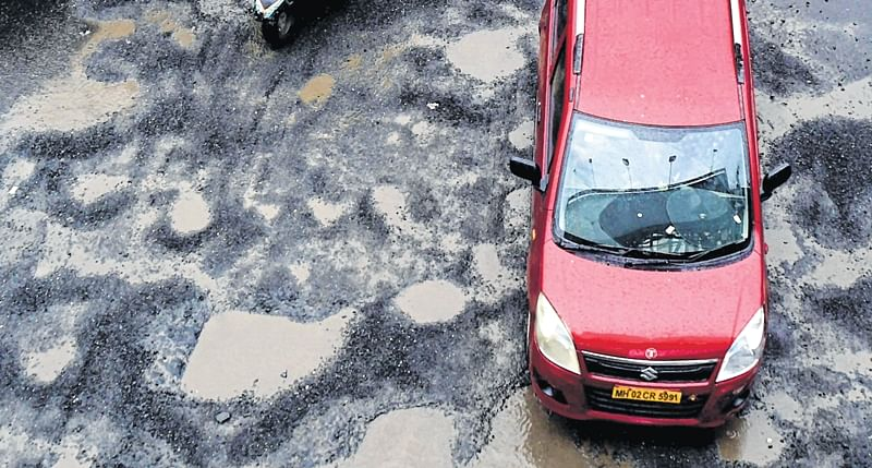 MMRDA assures quick repair of potholes on Western and Eastern Express highways