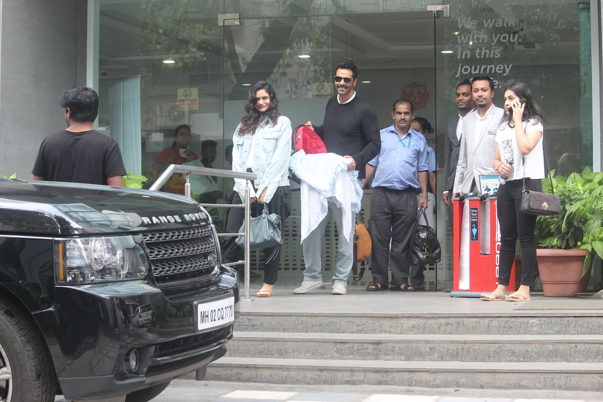 Arjun Rampal left from Hinduja hospital the couple was all happy and posing for lenses when they stepped outside the hospital.
