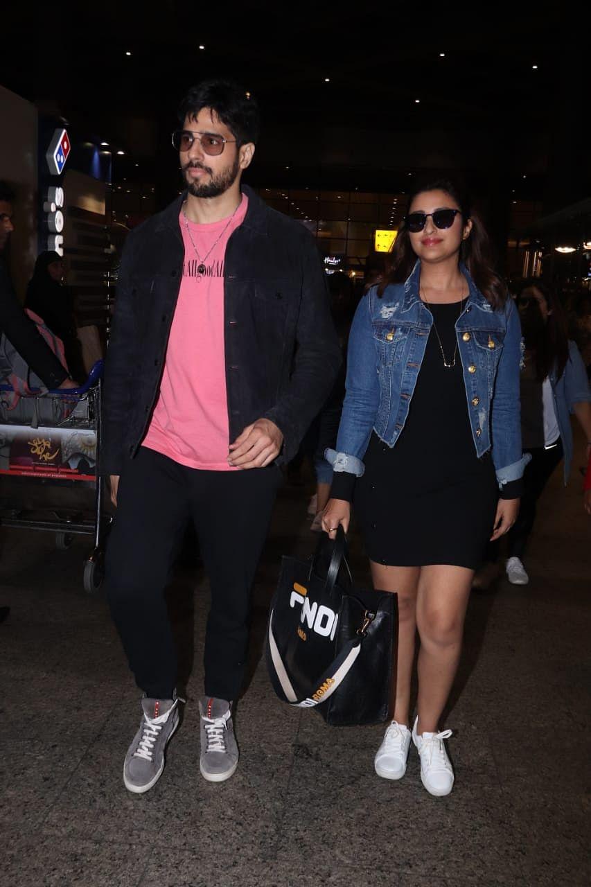 Parineeti Chopra and Sidharth Malhotra were spotted at airport, the duo is currently promoting their next 'Jabariya Jodi'.