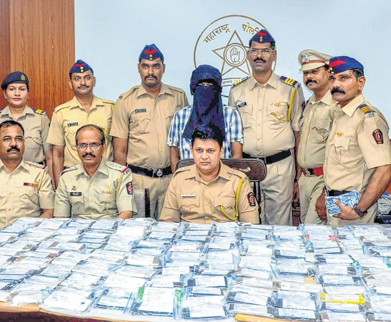 Mumbai: Mobile thief held with 217 stolen phones