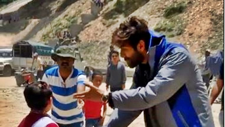 Watch Kartik Aaryan with his new BFF on the sets of Imtiaz Ali's next