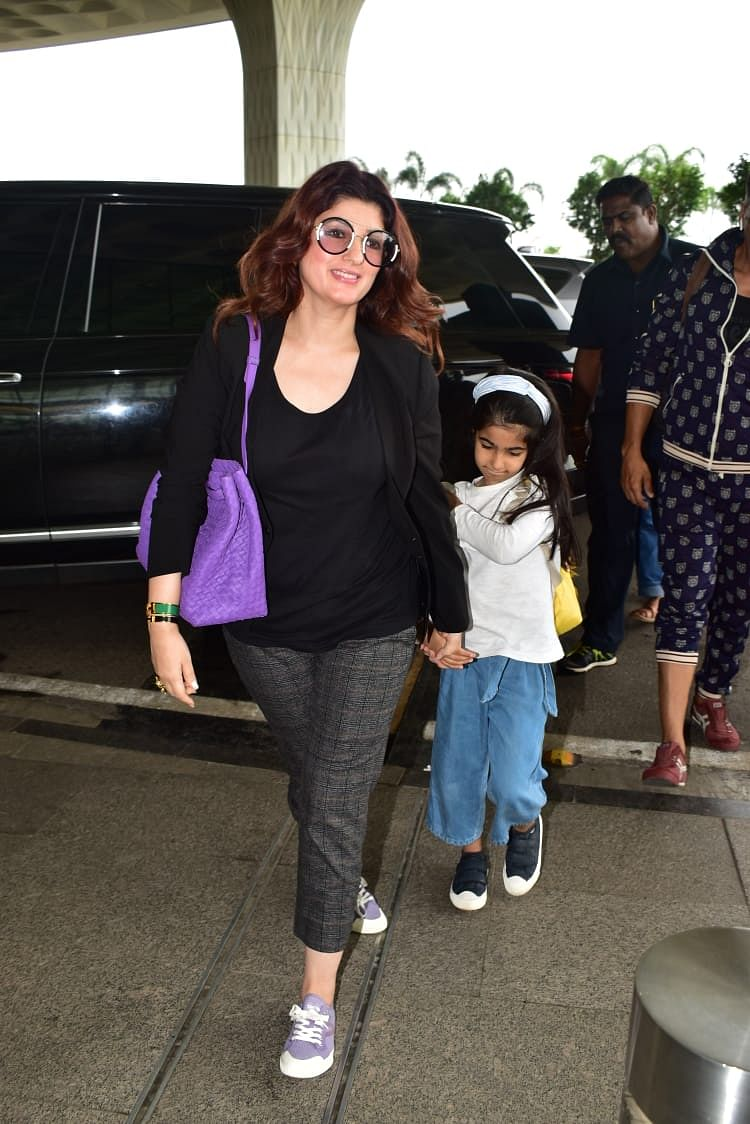 Mommy Twinkle Khanna with daughter Nitara at airport.