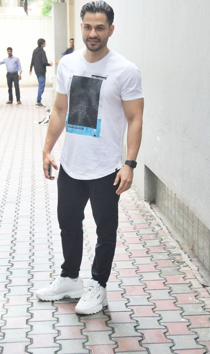Kunal Khemu spotted at VS office