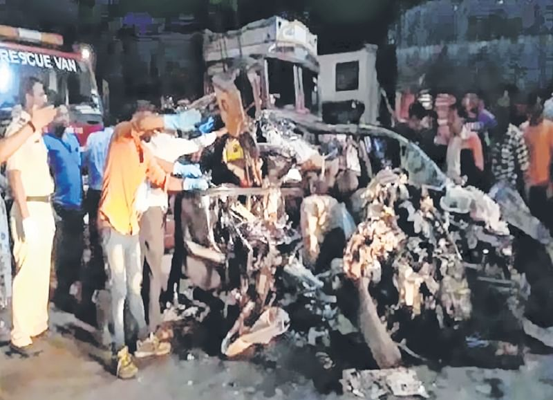 Students died on the spot on Pune-Solapur highway