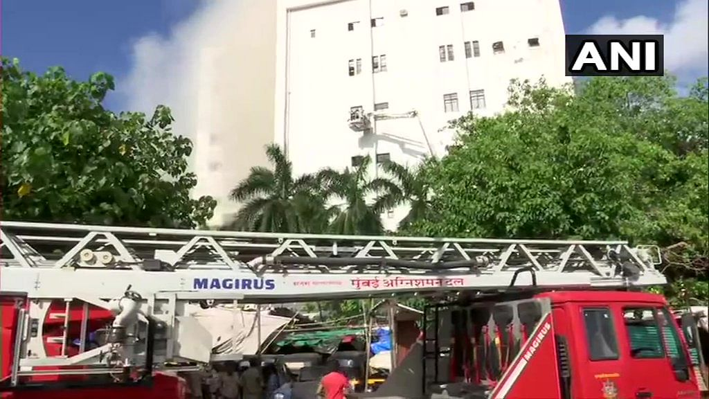 Today's Latest News! Mumbai: People trapped in Bandra MTNL building, are being evacuated