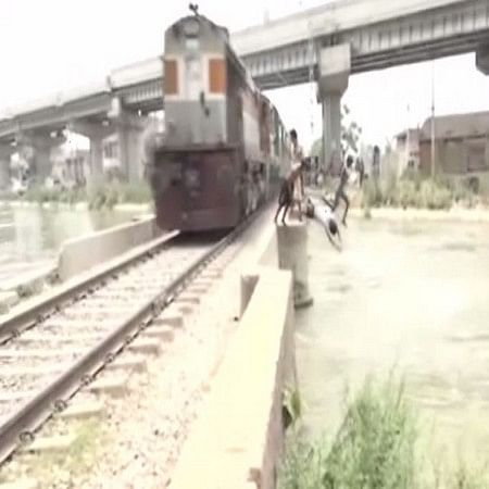 'Performing stunts in train is punishable  office': Railway Ministry condemns on death of 26-yr-old who lost life