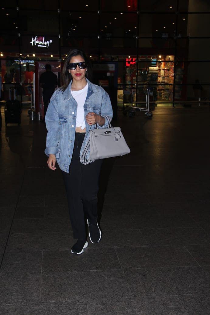 Sophie Choudry at Mumbai Airport