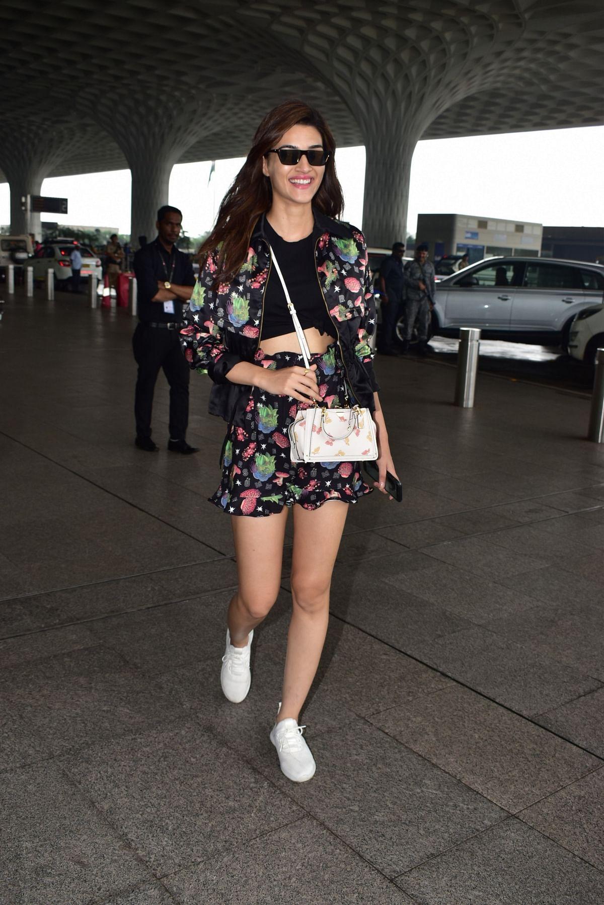 Kriti Sanon all smiles at Airport
