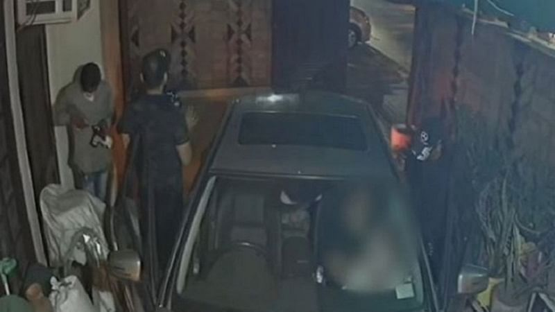 Watch Video: Family robbed at gunpoint by three masked miscreants in Delhi