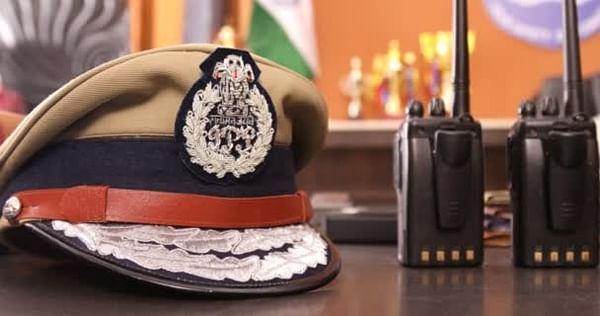 Bhopal: Cops spread awareness on helmet for pillion rider