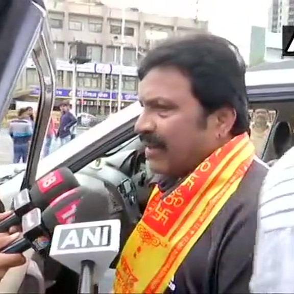 Karnataka crisis: Four rebel MLAs visit Mumbai's Siddhivinayak temple