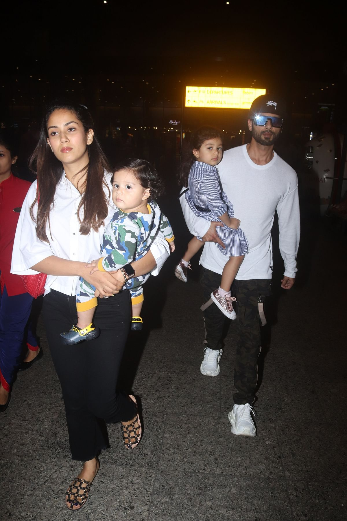 Shahid Kapoor leaves with wife Mira Kapoor and kids Meesha and Zyan