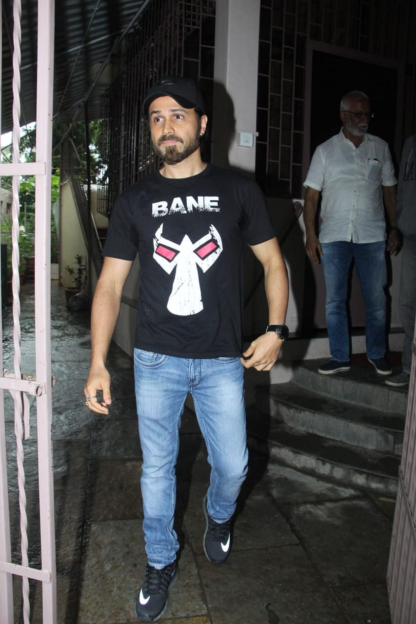 Emraan Hashmi clicked by shutterbugs in town