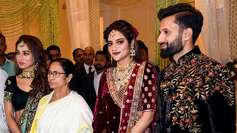 Newly married Nusrat Jahan, Nikhil Jain hosts grand reception in Kolkata