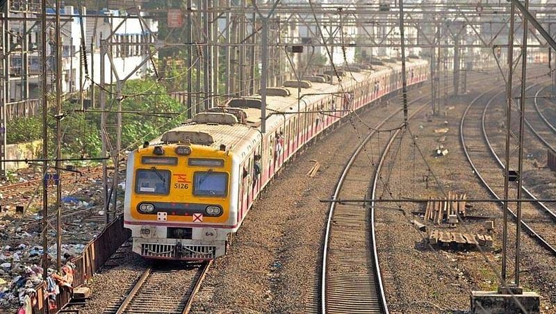 Mumbai: Motorman foils suicide bid by teen