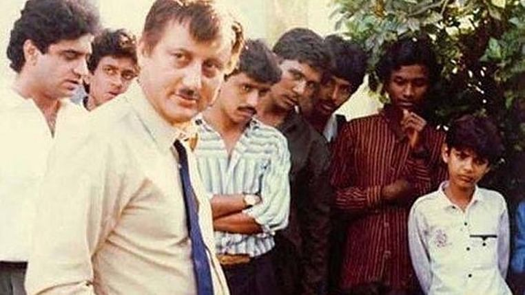 Fans have a hilarious reaction to Anupam Kher's throwback picture with Aamir Khan from 'Dil'