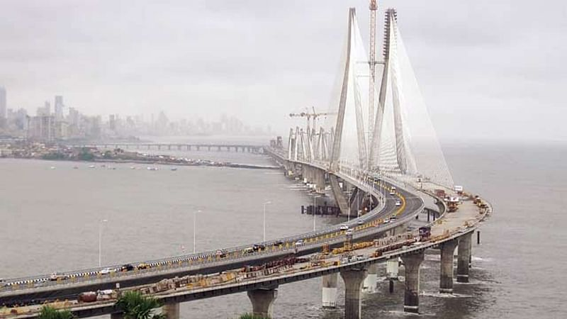 Mumbai: Guards foil teen's suicide bid at sea link