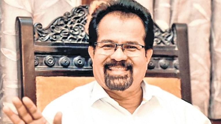 Mayor Vishwanath Mahadeshwar gets Shiv Sena ticket, Uddhav Thackeray backs rebel sitting MLA