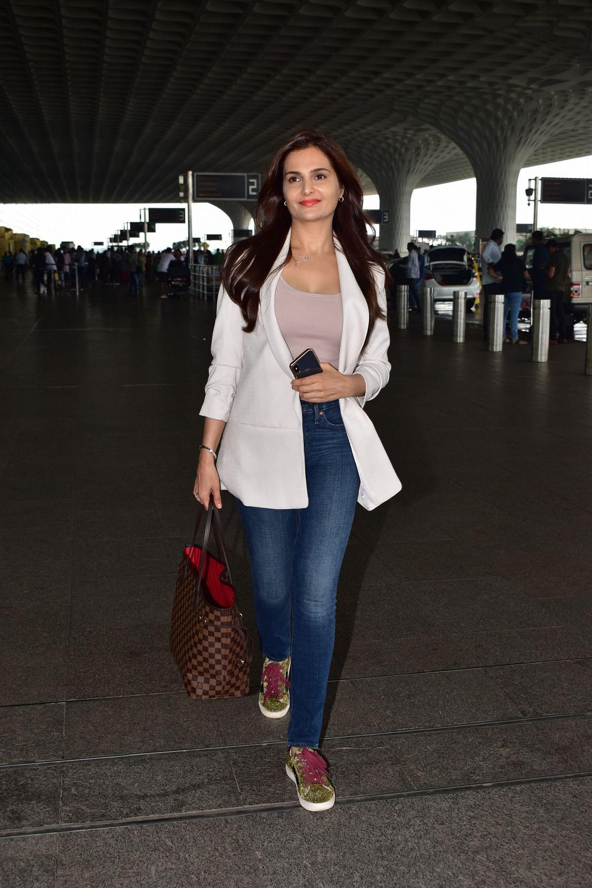 Monica Bedi at airport