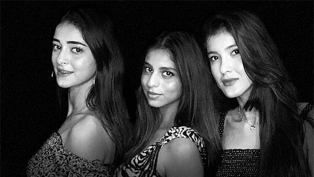 Shah Rukh Khan turns photographer for Suhana Khan, Ananya Panday, and Shanaya Kapoor