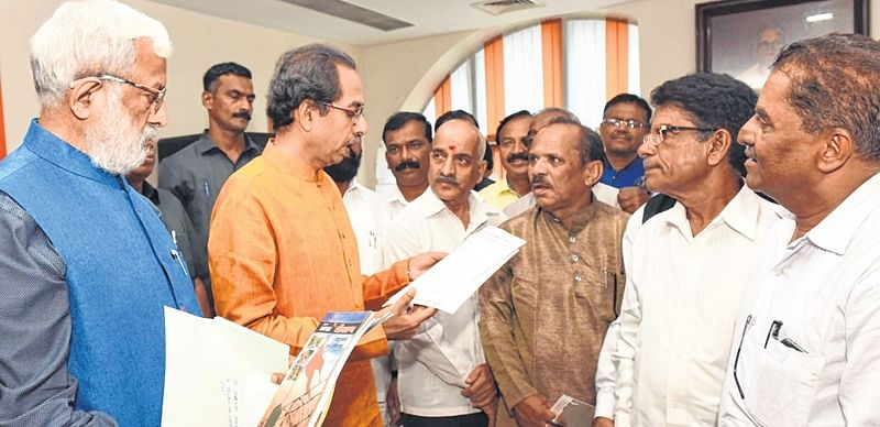 Maharashtra Ekikaran Samiti members meet Shiv Sena chief