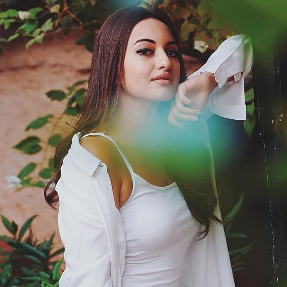 UP Police visits Sonakshi Sinha's house for inquiry in fraud case