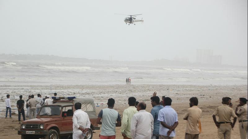 Mumbai: 2 women swept by waves at Juhu