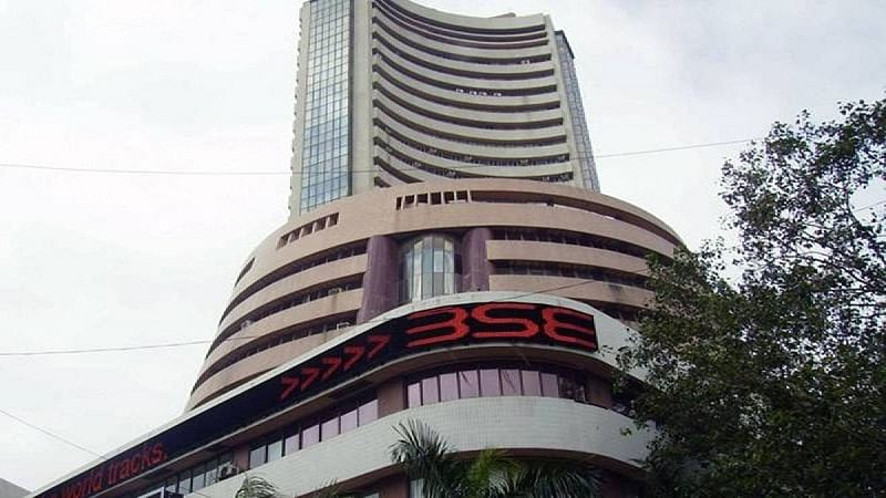 Sensex plummets 793 pts on Budget woes, global selloff