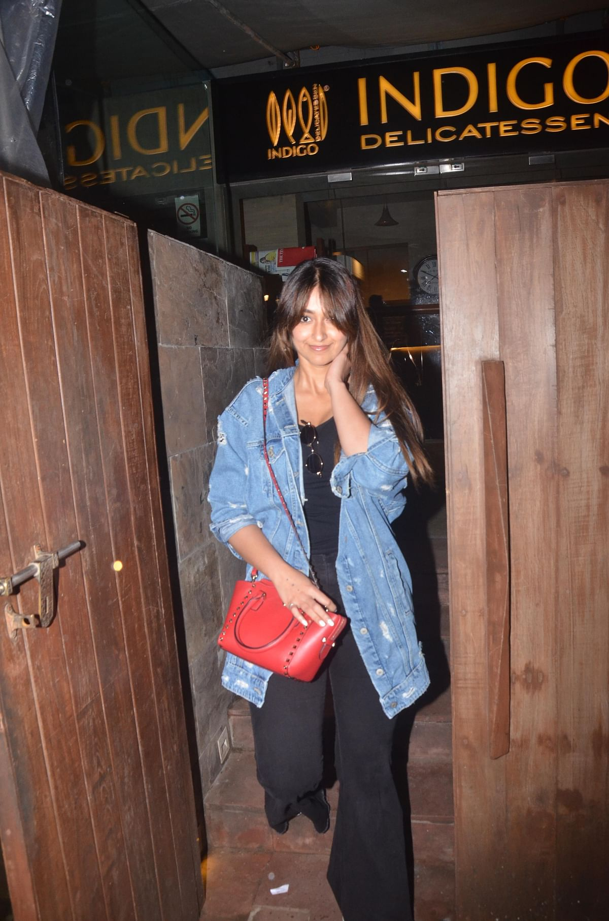 'Raid' actress Ileana D'cruz was clicked by paps at Indigo in Bandra.