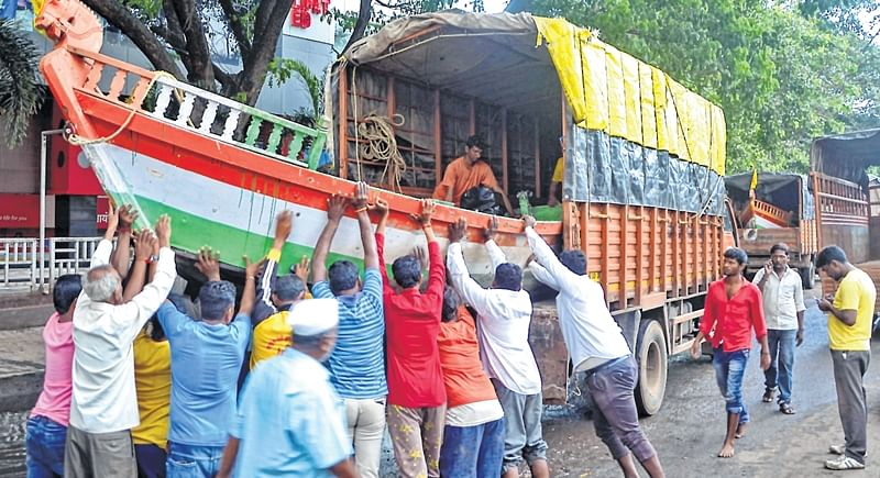 Long lines for petrol in Kolhapur, clamour for fodder-laden tractors