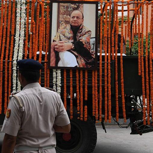 Arun Jaitley's body being taken to Nigambodh Ghat