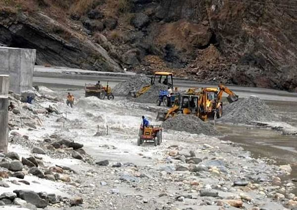 Indore: Illegal sand mining may cave in Jalud pumping station
