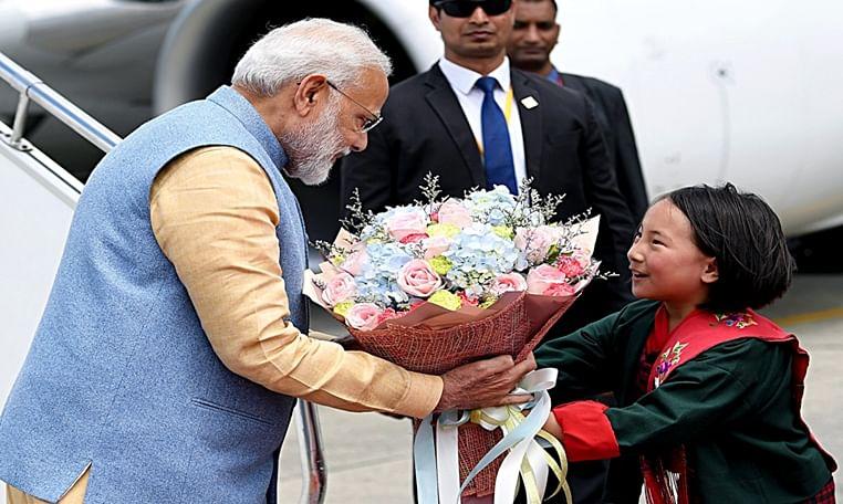 Hundreds of school children greet PM Modi at Paro