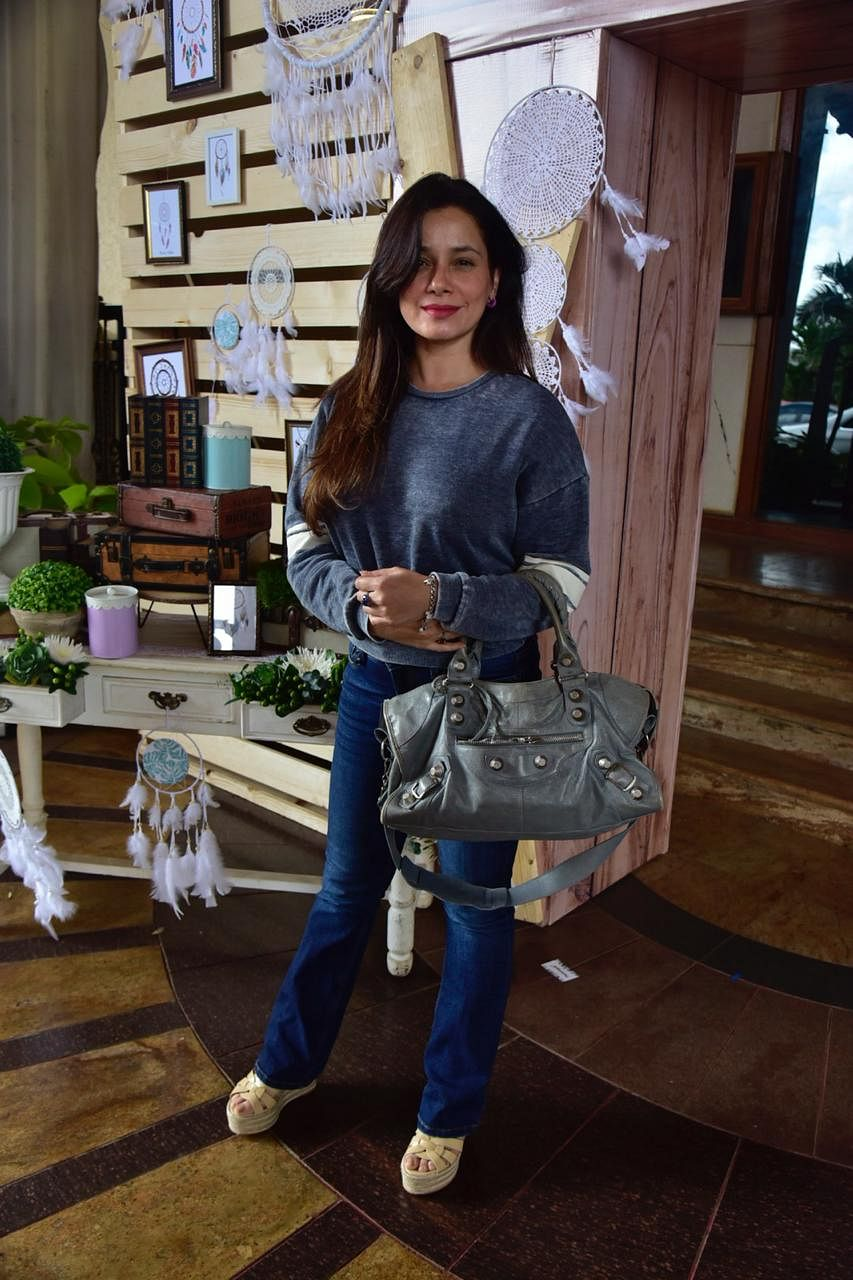 Neelam Kothari was spotted in an all blue outfit. She was seen wearing blue jeans and blue T- shirt when snapped in the city